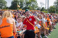 AMSTELVEEN -m  de fans van Oranje na   de Pro League hockeywedstrijd dames, Nederland-Australie (3-1) COPYRIGHT  KOEN SUYK