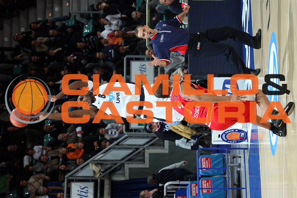 DESCRIZIONE : Bologna Uleb Cup 2007-08 Beghelli Fortitudo Bologna Telindus Oostende <br /> GIOCATORE : Oscar Torres <br /> SQUADRA : Beghelli Fortitudo Bologna <br /> EVENTO : Uleb 2007-2008 <br /> GARA : Beghelli Fortitudo Bologna Telindus Oostende <br /> DATA : 20/11/2007 <br /> CATEGORIA : Tiro <br /> SPORT : Pallacanestro <br /> AUTORE : Agenzia Ciamillo-Castoria/L.Villani <br /> Galleria : Uleb Cup 2007-2008 <br /> Fotonotizia : Bologna Uleb Cup 2007-2008 Beghelli Fortitudo Bologna Telindus Oostende <br /> Predefinita :