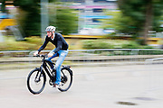 Een man rijdt op een speed pedelec op het high speed e-bike parcours. In de Jaarbeurs in Utrecht wordt de beurs BikeMotion gehouden. De beurs staat geheel in teken van de sportieve fietsen, zoals racefietsen, mountainbikes of toerfietsen. Op de beurs kunnen de liefhebbers de nieuwste modellen en ontwikkelingen zien en er zijn allerlei fiets gerelateerde activiteiten, zoals een mountainbike parcours. <br /> <br /> In the Jaarbeurs in Utrecht, the Bike Motion exhibition is held. The trade fair is entirely dedicated to the sports bikes, including road, mountain or touring bikes. At the fair, the fans can see the latest models and developments, and there are all kinds of bicycle-related activities, such as a mountain bike trail.