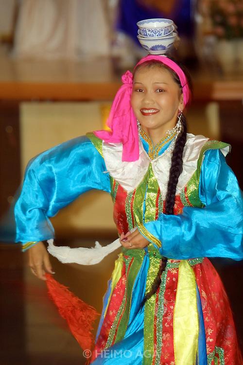 ULAN BATOR, MONGOLIA..08/22/2001.Folcloric show at Bayangol Hotel..(Photo by Heimo Aga)