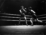 26/09/1952<br /> 09/26/1952<br /> 26 September 1952<br /> Red Cross Boxing event, Corinthians vs Scottish boxers. The bouts at the National Stadium. Leo McCurtain v A. Moore