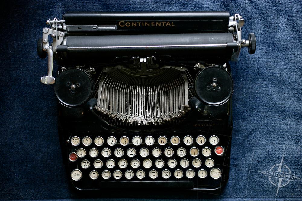 Hebrew Typewriter