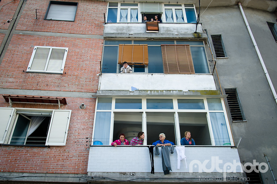 People watching the carnival parade in Scampia from their windows
