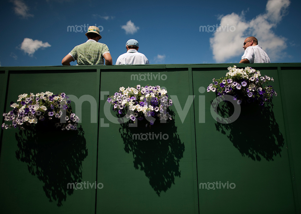 Spectators with flowers. The Wimbledon Championships 2010 The All England Lawn Tennis & Croquet Club  Day 8 Tuedsday 29/06/2010