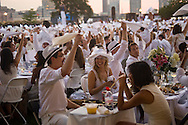 20140825 - Battery Park, New York - Guests wave their napkins, a long standing tradition, at Diner en Blanc. (Isabel Slepoy/New York Daily News)