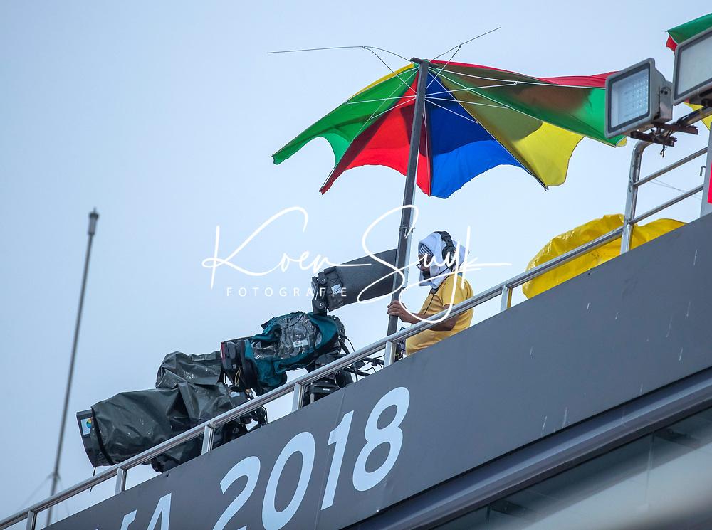 BHUBANESWAR, INDIA - broadcast, camera, tv, televisie, television,.cameraman, media, omroep, camera, paraplu , England v Australia for the bronze medal during the Odisha World Cup Hockey for men  in the Kalinga Stadion.   COPYRIGHT KOEN SUYK