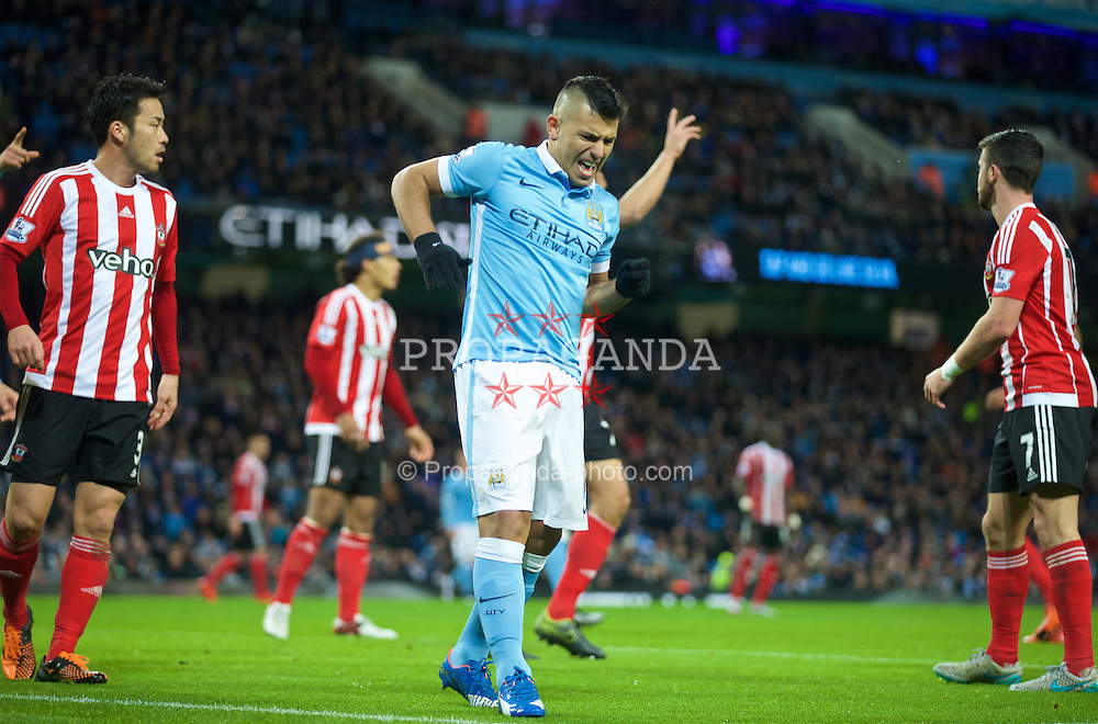 MANCHESTER, ENGLAND - Saturday, November 28, 2015: Manchester City's Sergio Aguero reacts after picking up an ankle injury during the Premier League match against Southampton at the City of Manchester Stadium. (Pic by David Rawcliffe/Propaganda)