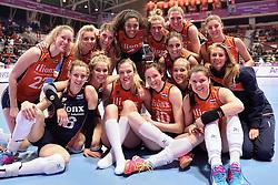 08-01-2016 TUR: European Olympic Qualification Tournament Nederland - Italie, Ankara<br /> De volleybaldames hebben op overtuigende wijze de finale van het olympisch kwalificatietoernooi in Ankara bereikt. Italië werd in de halve finales met 3-0 (25-23, 25-21, 25-19) aan de kant gezet / Team Oranje, Lets go Orange
