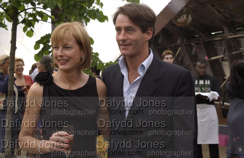 julia Peyton-Jones and Tim Jeffries. Serpentine Summer Gala. 28 June 2001. © Copyright Photograph by Dafydd Jones 66 Stockwell Park Rd. London SW9 0DA Tel 020 7733 0108 www.dafjones.com