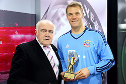 20.05.2015, Saebener Strasse, Muenchen, GER, 1. FBL, Manuel Neuer Europas und Weltsportler 2014, im Bild v.l.: Jochen Zwingmann, Manuel Neuer (FC Bayern Muenchen) // receives the AIPS Player of the Year 2014 award at the Saebener Strasse in Muenchen, Germany on 2015/05/20. EXPA Pictures © 2015, PhotoCredit: EXPA/ Eibner-Pressefoto/ FCB/POOL<br /> <br /> *****ATTENTION - OUT of GER*****