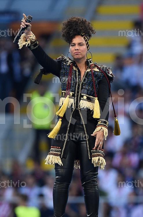 FUSSBALL  CHAMPIONS LEAGUE  FINALE  SAISON 2015/2016   Real Madrid - Atletico Madrid                   28.05.2016 Die US-amerikanische Soul- und R&B-Saengerin Alicia Keys performt auf der Eröffnungszeremonie