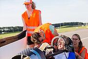 Robert Braam rijdt in de VeloX IV. In september wil het Human Power Team Delft en Amsterdam, dat bestaat uit studenten van de TU Delft en de VU Amsterdam, een poging doen het wereldrecord snelfietsen te verbreken, dat nu op 133,8 km/h staat tijdens de World Human Powered Speed Challenge.<br /> <br /> Robert Braam is preparing for testing with the VeloX IV. With the special recumbent bike the Human Power Team Delft and Amsterdam, consisting of students of the TU Delft and the VU Amsterdam, also wants to set a new world record cycling in September at the World Human Powered Speed Challenge. The current speed record is 133,8 km/h.