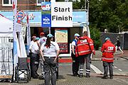 Koning Willem-Alexander deelt gladiolen uit vanaf de tribune op de Via Gladiola tijdens de slotdag van de Nijmeegse Vierdaagse.<br /> <br /> King Willem-Alexander shares gladiolus out from the stands on the Via Gladiola during the final day of the Nijmegen Marches.
