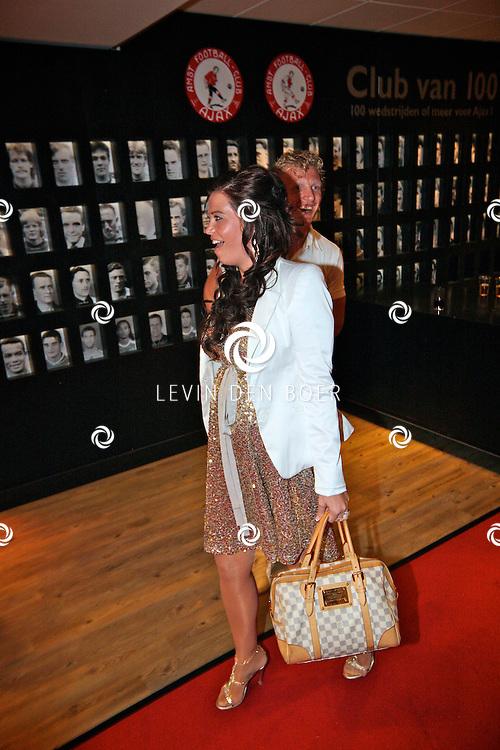 AMSTERDAM - In de ArenA is weer de jaarlijkse TOPPERS in CONCERT gehouden.  Met op de foto Dirk Kuyt en zijn zwangere vrouw Gertrude. FOTO LEVIN DEN BOER - PERSFOTO.NU