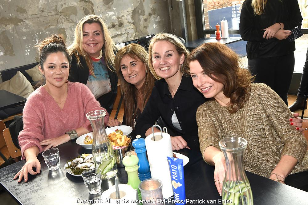Nieuwjaarsborrel Opvliegers in Mossel &amp; Gin, Amsterdam.<br /> <br /> Op de foto: Laura Vlasblom , Peggy Vrijens en Sandra Mattie en Cystine Carreon