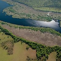 Vista aerea de lago na  Ilha do Bananal, Parque Nacional do Araguaia, , Tocantins, Brasil, foto de Ze Paiva, Vista Imagens.