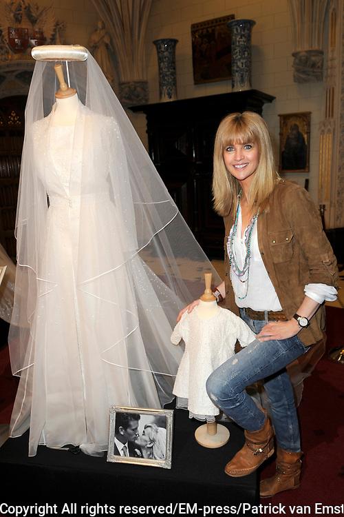 Opening huisexpositie &quot;Bruidjes van de Haar&quot;, een overzicht van ruim 18 exclusieve trouwjurken van bekende persoonlijkheden te zien.<br /> <br /> Op de foto:   Daphne Deckers met haar trouwjurk