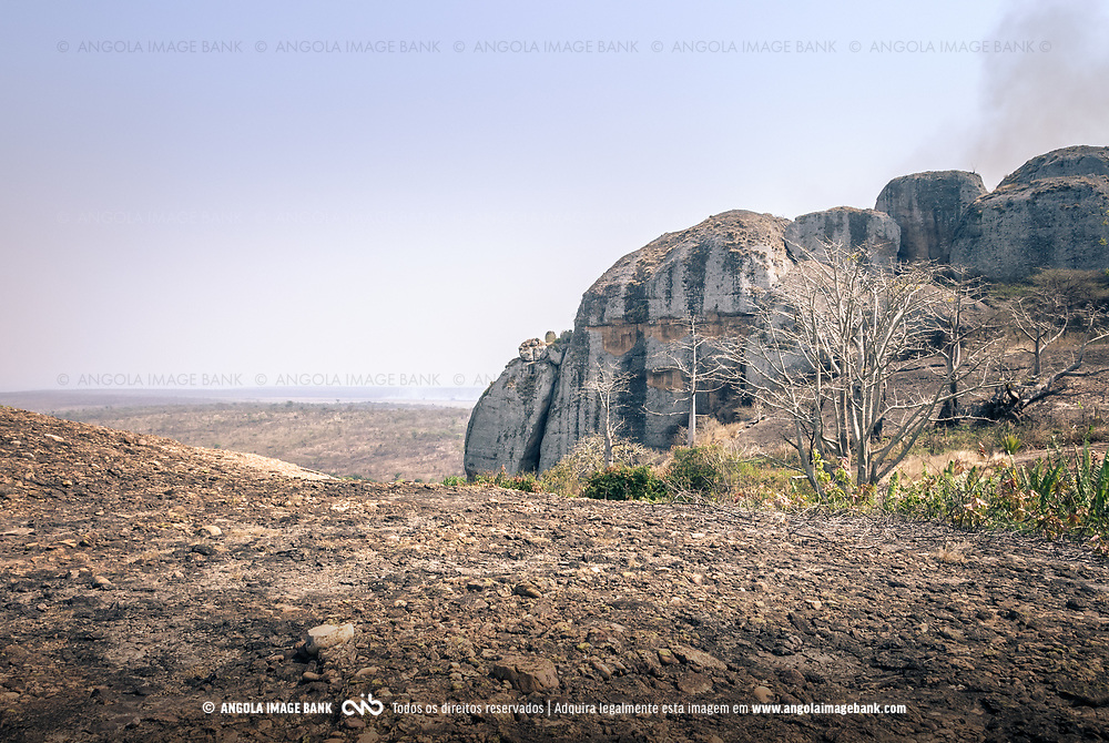 As Pedras Negras de Pungo Andongo na província de Malanje na época seca (cacimbo). Angola