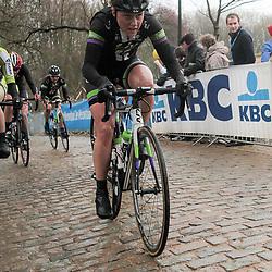 WEVELGEM (BEL) wielrennen: De vrouweneditie van Gent-Wevelgem werd onder epische omstandigheden verreden. Wind en regen waren naast de heuvels de tegenstander van het vrouwenpeloton.<br /> Kemmelberg, Floortje Mackay