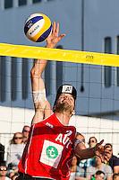 ROTTERDAM - Poulewedstrijd Brouwer/Meeuwsen - Huver/Seidl , Beachvolleybal , WK Beach Volleybal 2015 , 27-06-2015 , Alexander Huber uit Oostenrijk