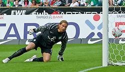 28.08.2010, Weser Stadion, Bremen, GER, 1.FBL, Werder Bremen vs 1. FC Koeln im Bild  2:1 durch Lukas Podolski (Koeln #10) Keeper Tim Wiese ( Werder #01) schaut hinterher   EXPA Pictures © 2010, PhotoCredit: EXPA/ nph/  Kokenge+++++ ATTENTION - OUT OF GER +++++