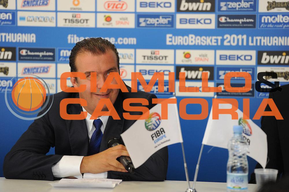 DESCRIZIONE : Siauliai Lithuania Lituania Eurobasket Men 2011 Preliminary Round Serbia Italia Serbia Italy<br /> GIOCATORE : Simone Pianigiani Coach conferenza stampa press conference<br /> SQUADRA : Italia Italy<br /> EVENTO : Eurobasket Men 2011<br /> GARA : Serbia Italia Serbia Italy<br /> DATA : 31/08/2011 <br /> CATEGORIA : ritratto<br /> SPORT : Pallacanestro <br /> AUTORE : Agenzia Ciamillo-Castoria/GiulioCiamillo<br /> Galleria : Eurobasket Men 2011 <br /> Fotonotizia : Siauliai Lithuania Lituania Eurobasket Men 2011 Preliminary Round Serbia Italia Serbia Italy<br /> Predefinita :