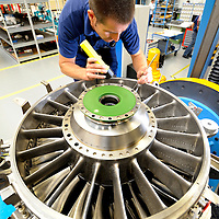 DEU , DEUTSCHLAND : Produktion von Motoren fuer den Airbus A400M bei der MTU Aero Engines GmbH in Muenchen ..  |DEU , GERMANY : ProductIon of engines for the Airbus A400M plane at MTU Aero Engines GmbH in Munich|.  20.09.2011.   Copyright by : Rainer UNKEL , Tel.: 0171/5457756