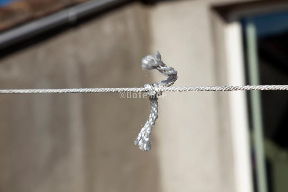 broken clothesline repaired