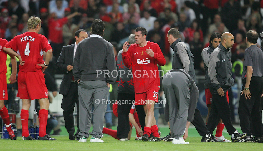 ISTANBUL, TURKEY - WEDNESDAY, MAY 25th, 2005: Liverpool's Jamie Carragher gees up his players as the game goes to penalties against AC Milan during the UEFA Champions League Final at the Ataturk Olympic Stadium, Istanbul. (Pic by David Rawcliffe/Propaganda)