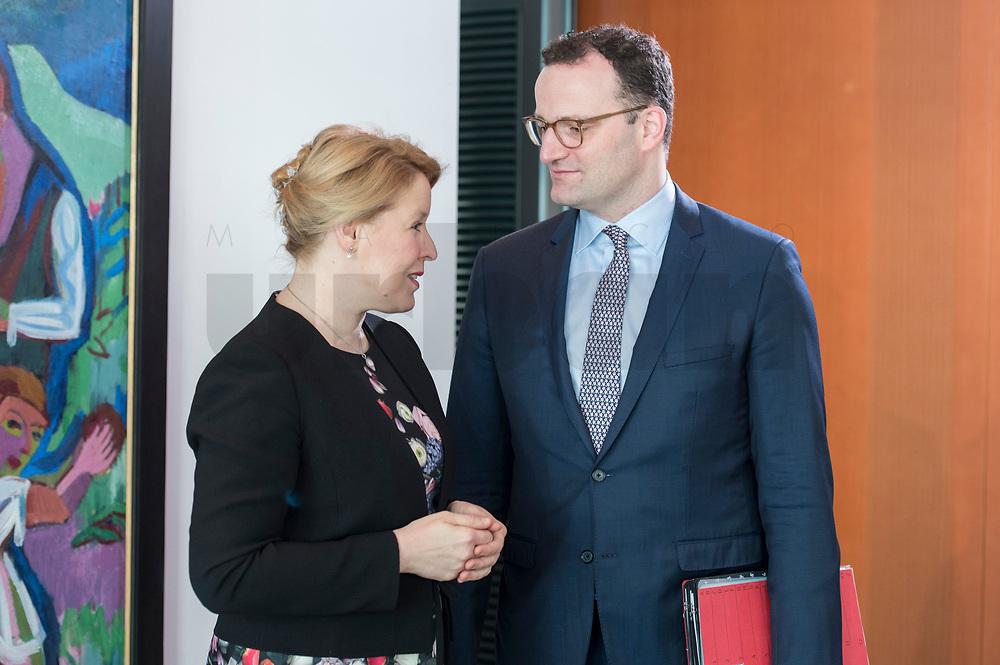 27 FEB 2019, BERLIN/GERMANY:<br /> Franziska Giffey (L), SPD, Bundesfamilienministerin und Jens Spahn (R), CDU, Bundesgesundheitsminister, im Gespraech, vor Beginn der Kabinettsitzung, Bundeskanzleramt<br /> IMAGE: 20190227-01-013<br /> KEYWORDS: Kabinett, Sitzung, Gespräch