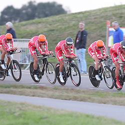 27-09-2016: Wielrennen: Olympia Tour: Hardenberg<br />HARDENBERG (NED) wielrennen<br />Nederlands oudste wielerkoers ging van start in Hardenberg met een ploegentijdrit. Denemarken