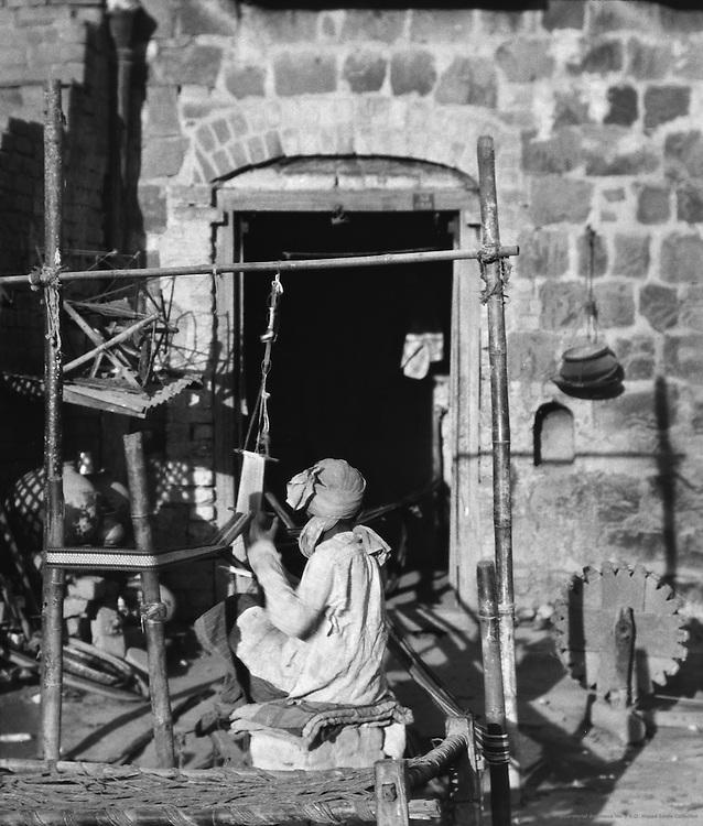Weavers, Delhi, India, 1929