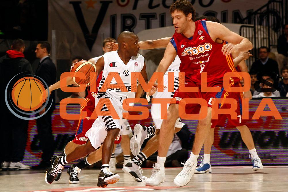 DESCRIZIONE : Bologna Final Eight 2009 Quarti di Finale Lottomatica Virtus Roma La Fortezza Virtus Bologna<br /> GIOCATORE : Earl Boykins<br /> SQUADRA : La Fortezza Virtus Bologna<br /> EVENTO : Tim Cup Basket Coppa Italia Final Eight 2009 <br /> GARA : Lottomatica Virtus Roma La Fortezza Virtus Bologna<br /> DATA : 19/02/2009 <br /> CATEGORIA : palleggio<br /> SPORT : Pallacanestro <br /> AUTORE : Agenzia Ciamillo-Castoria/P.Lazzeroni