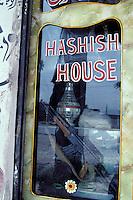 Pakistan, Khyber Pakhtunkhwa, Landikotal, Boutique de hashish // Hashish shop, Tribal area, Landikotal, Khyber Pakhtunkhwa, Pakistan