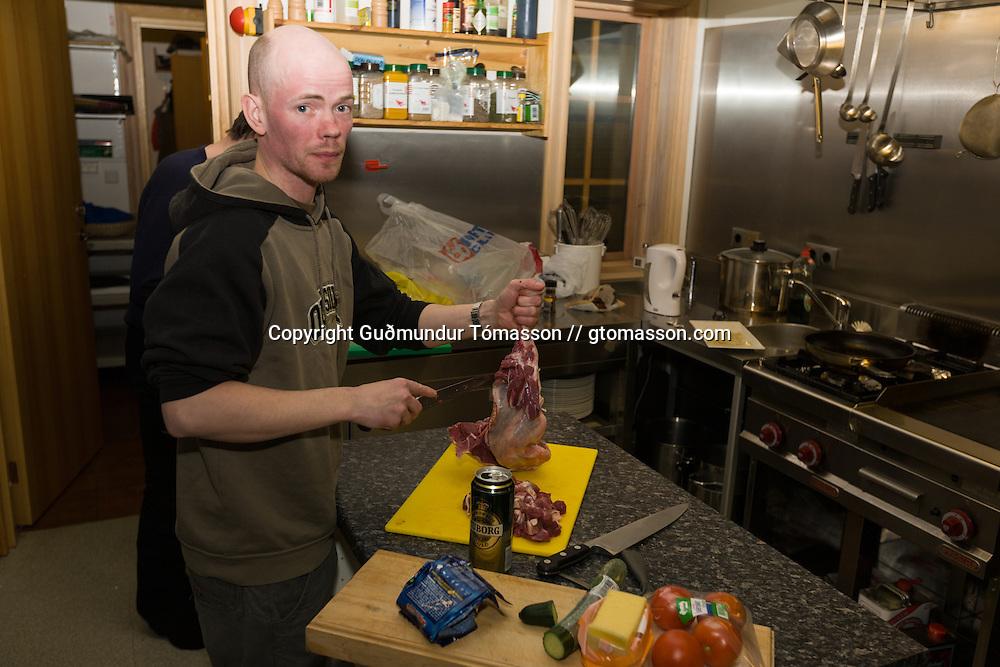 Skarphéðinn Halldórsson and Smári Stefánsson preparing a meatsoup.