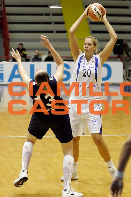 DESCRIZIONE : Napoli LBF Napoli Basket Vomero Erg Power&amp;Gas Priolo<br /> GIOCATORE : Martina Rejchova<br /> SQUADRA : Napoli Basket Vomero<br /> EVENTO : Campionato Lega Basket Femminile A1 2009-2010<br /> GARA : Napoli Basket Vomero Erg Power&amp;Gas Priolo<br /> DATA : 17/10/2009 <br /> CATEGORIA : passaggio<br /> SPORT : Pallacanestro <br /> AUTORE : Agenzia Ciamillo-Castoria/A.De Lise