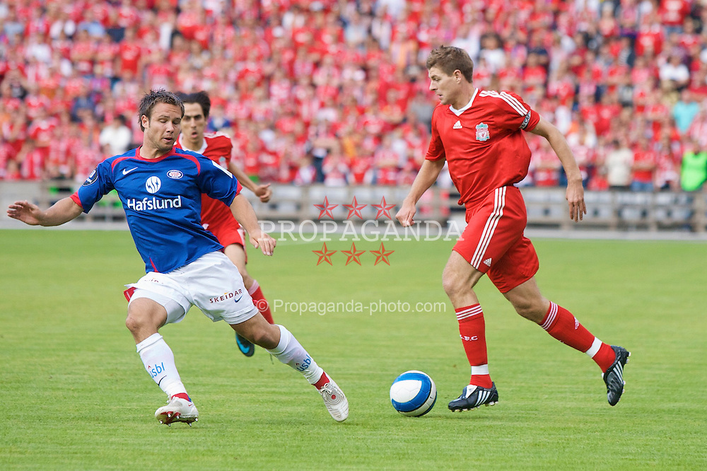 OSLO, NORWAY - Tuesday, August 5, 2008: Liverpool's captain Steven Gerrard MBE during a pre-season friendly match against Valerenga at the Ullevaal Stadion. (Photo by David Rawcliffe/Propaganda)