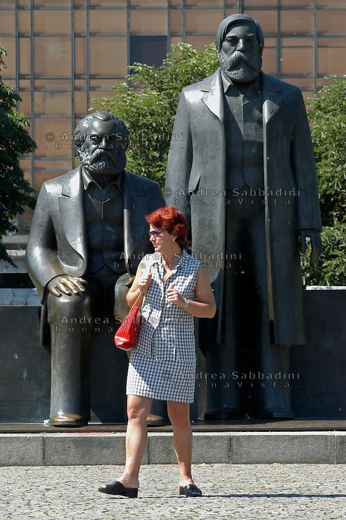 Statue di Engels e Marx, Berlino 2003
