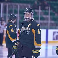 5th year forward, Emma Waldenberger (9) of the Regina Cougars during the Women's Hockey Away Game on Fri Jan 11 at Merlis Belsher Place. Credit: Arthur Ward/Arthur Images