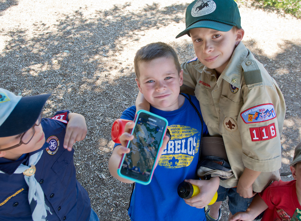 mkb061017z/metro/Marla Brose --  A small group of cub scout and boy scouts from pack and troop 116 used the Agents of Discovery app to explore Tingley Beach and the bosque nearby, Saturday, June 10, 2017. (Marla Brose/Albuquerque Journal)