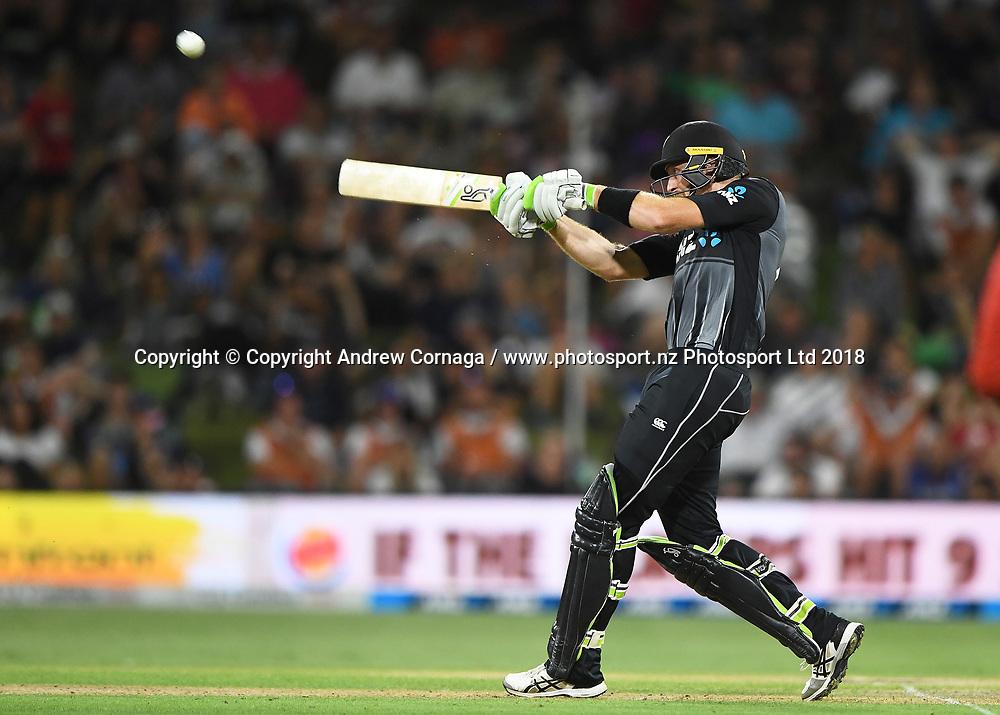 Martin Guptill hits a 6 off a free hit.<br /> Pakistan tour of New Zealand. T20 Series. 3rd Twenty20 international cricket match, Bay Oval, Mt Maunganui, New Zealand. Sunday 28 January 2018. &copy; Copyright Photo: Andrew Cornaga / www.Photosport.nz