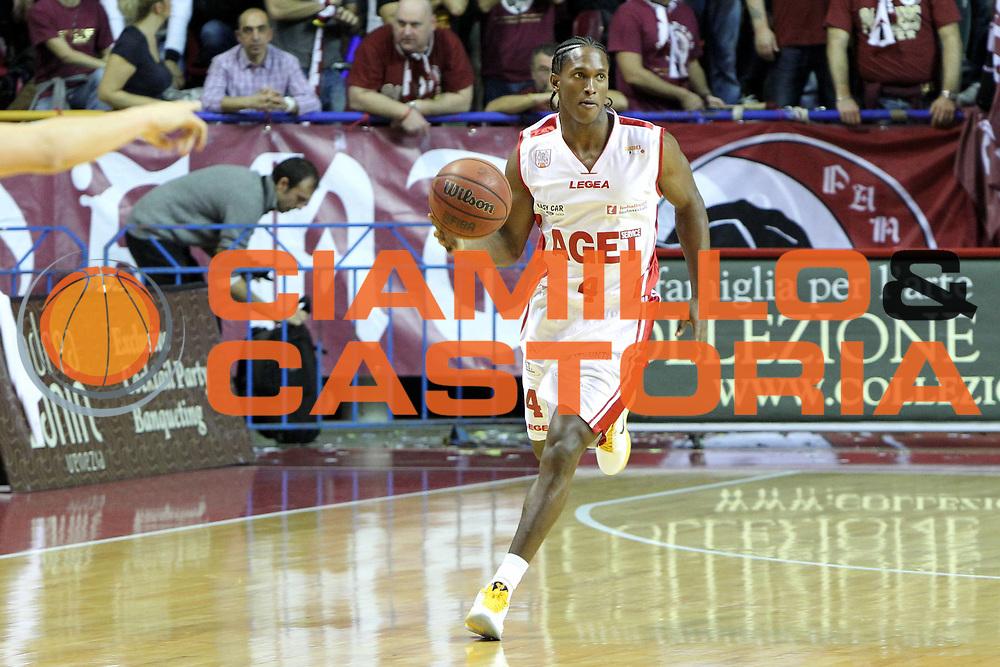 DESCRIZIONE : Venezia Lega Basket A2 2010-11 Umana Reyer Venezia Aget Imola<br /> GIOCATORE : Yankiel Moreno<br /> SQUADRA : Umana Reyer Venezia Aget Imola <br /> EVENTO : Campionato Lega A2 2010-2011<br /> GARA : Umana Reyer Venezia Aget Imola<br /> DATA : 21/11/2010<br /> CATEGORIA : Palleggio<br /> SPORT : Pallacanestro <br /> AUTORE : Agenzia Ciamillo-Castoria/G.Contessa<br /> Galleria : Lega Basket A2 2009-2010 <br /> Fotonotizia : Venezia Lega A2 2010-11 Umana Reyer Venezia Aget Imola<br /> Predefinita :