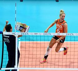 03-10-2015 NED: Volleyball European Championship Semi Final Nederland - Turkije, Rotterdam<br /> Nederland verslaat Turkije in de halve finale met ruime cijfers 3-0 / Maret Balkestein-Grothues #6, Coach Giovanni Guidetti