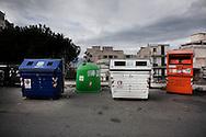 REGGIO CALABRIA.  CASSONETTI PER LA RACCOLTA DIFFERENZIATA DEI RIFIUTI IN VIA CAMPO REGGIO.