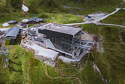 THEMENBILD - Langwied Seilbahnstationen und Bauarbeiten an der 3K K-onnection am Kitzsteinhorn, aufgenommen am 16. Juli 2019 in Kaprun, Österreich // Langwied Cableway Stations Langwied ropeway stations and construction work on the 3K K-onnection +at the Kitzsteinhorn, Kaprun, Austria on 2019/07/16. EXPA Pictures © 2019, PhotoCredit: EXPA/ JFK