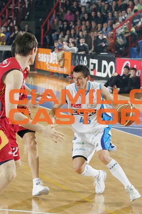 DESCRIZIONE : Napoli Lega A1 2007-08 Eldo Napoli Lottomatica Virtus Roma <br /> GIOCATORE : Janis Blums<br /> SQUADRA : Eldo Napoli<br /> EVENTO : Campionato Lega A1 2007-2008<br /> GARA : Eldo Napoli Lottomatica Virtus Roma<br /> DATA : 20/01/2008<br /> CATEGORIA : Palleggio<br /> SPORT : Pallacanestro <br /> AUTORE : Agenzia Ciamillo-Castoria/A.De Lise
