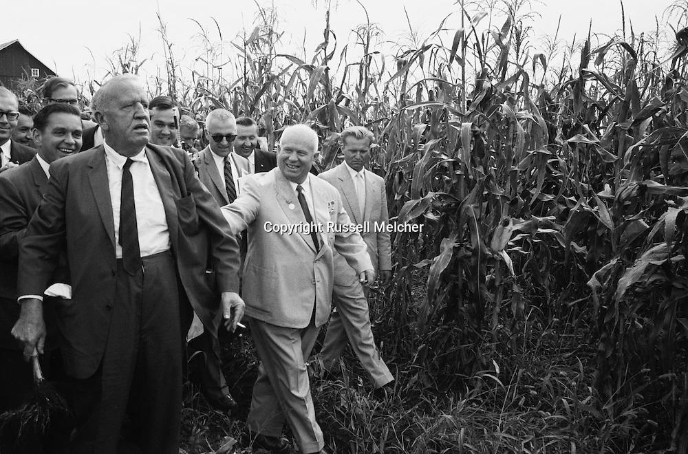 Nikita Khrushchev walking through the corn on<br /> Roswell Garst's farm in Iowa.<br /> <br /> <br /> Nikita Khrouchtchev marchant &agrave; travers les champs de  ma&iuml;s de la ferme de Roswell Garst dans l'Iowa.