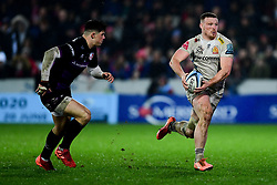 Sam Simmonds of Exeter Chiefs is marked by Louis Rees-Zammit of Gloucester Rugby - Mandatory by-line: Ryan Hiscott/JMP - 14/02/2020 - RUGBY - Kingsholm - Gloucester, England - Gloucester Rugby v Exeter Chiefs - Gallagher Premiership
