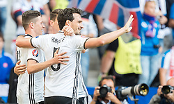 26.06.2016, Stade Pierre Mauroy, Lille, FRA, UEFA Euro 2016, Deutschland vs Slowakei, Achtelfinale, im Bild Julian Draxler (GER), Mats Hummels (GER) // Julian Draxler (GER) Mats Hummels (GER) during round of 16 match between Germany and Slovakia of the UEFA EURO 2016 France at the Stade Pierre Mauroy in Lille, France on 2016/06/26. EXPA Pictures © 2016, PhotoCredit: EXPA/ JFK