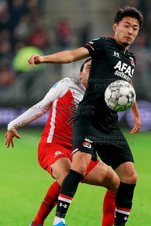 23-11-2019 NED: FC Utrecht - AZ Alkmaar, Utrecht<br /> Round 14 / Yukinari Sugawara #26 of AZ Alkmaar, Joris van Overeem #8 of FC Utrecht